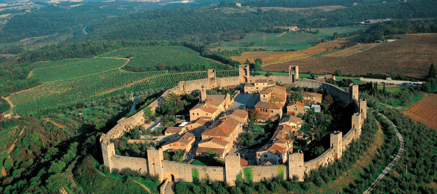 Agriturismo Il Poggiarello  Asciano  Farmhouse in the Crete Senesi near Siena and Tuscanys more important art towns
