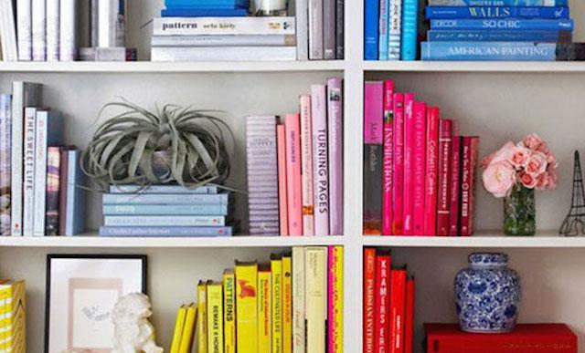 La moda dei libri ordinati per colore  Il Post