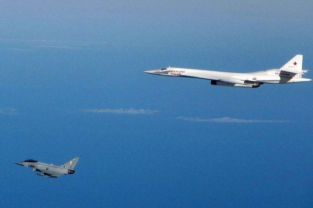 Caccia inglesi intercettano bombardieri russi