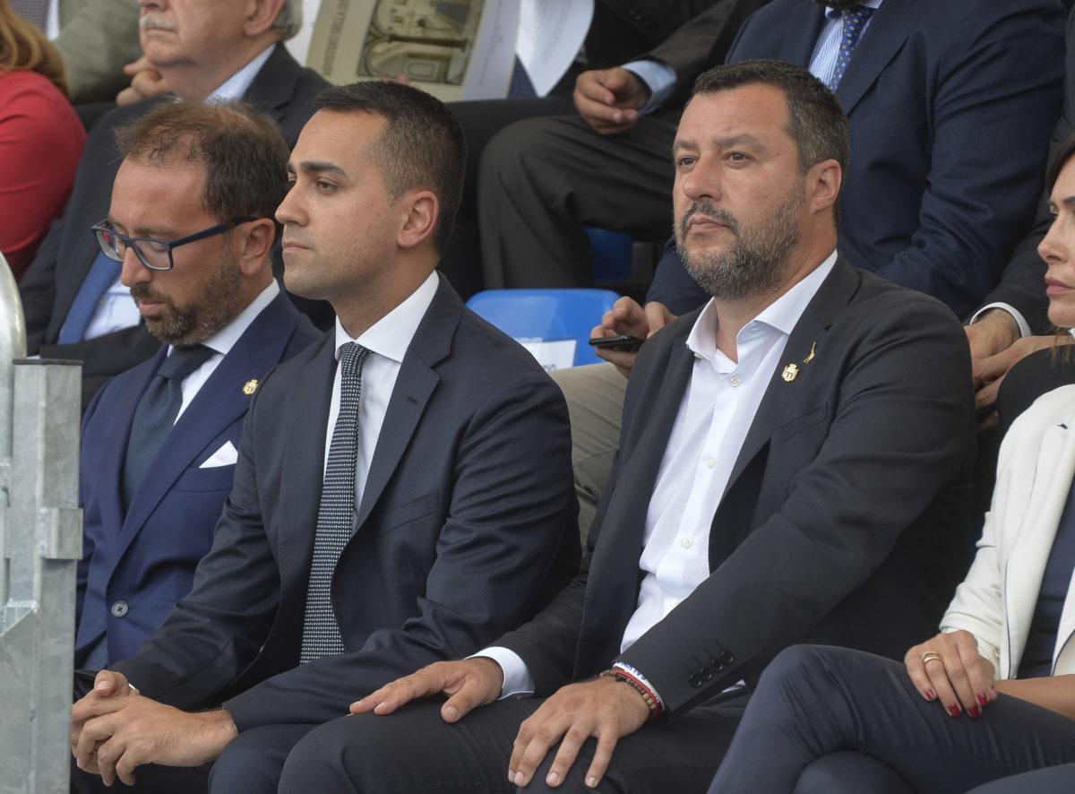 Di Maio riunisce i suoi: è infuriato con la Lega. Il governo ha le ore contate?