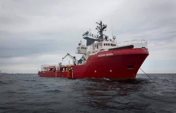 Ocean Viking, scafista sudanese tra gli sbarcati: intascava mille euro a immigrato