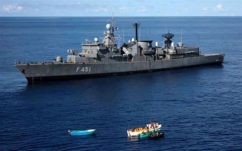 Sale la tensione tra Grecia e Turchia: scontro navale, urtata fregata di Atene