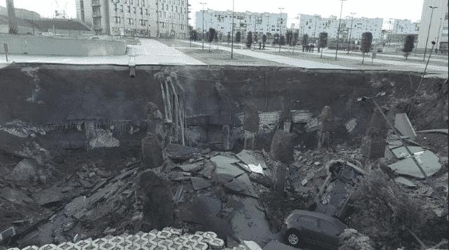 Esplosione a Napoli, si apre una voragine di 50 metri davanti all'Ospedale del Mare (Foto e Video)