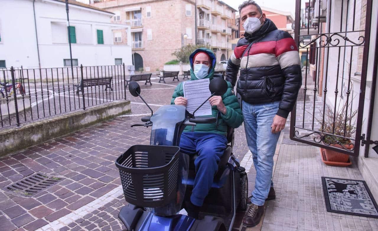 """""""Avevo freddo, ho preso un caffè"""": multa di 400 euro per disabile in carrozzina. Annunciato il ricorso"""