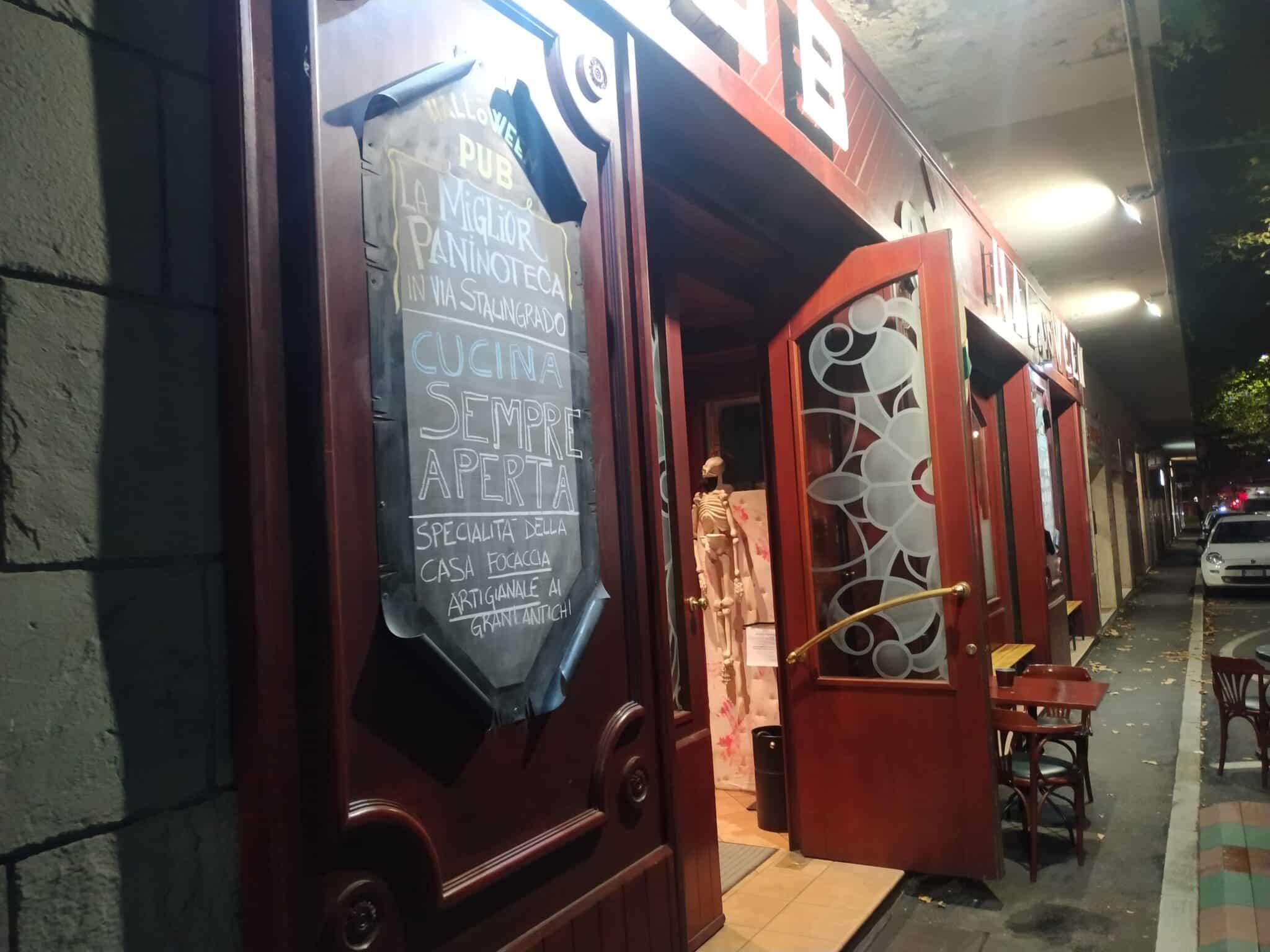 """""""Non c'è epidemia colposa"""": l'Halloween Pub centra la sua prima vittoria sui Dpcm del governo"""