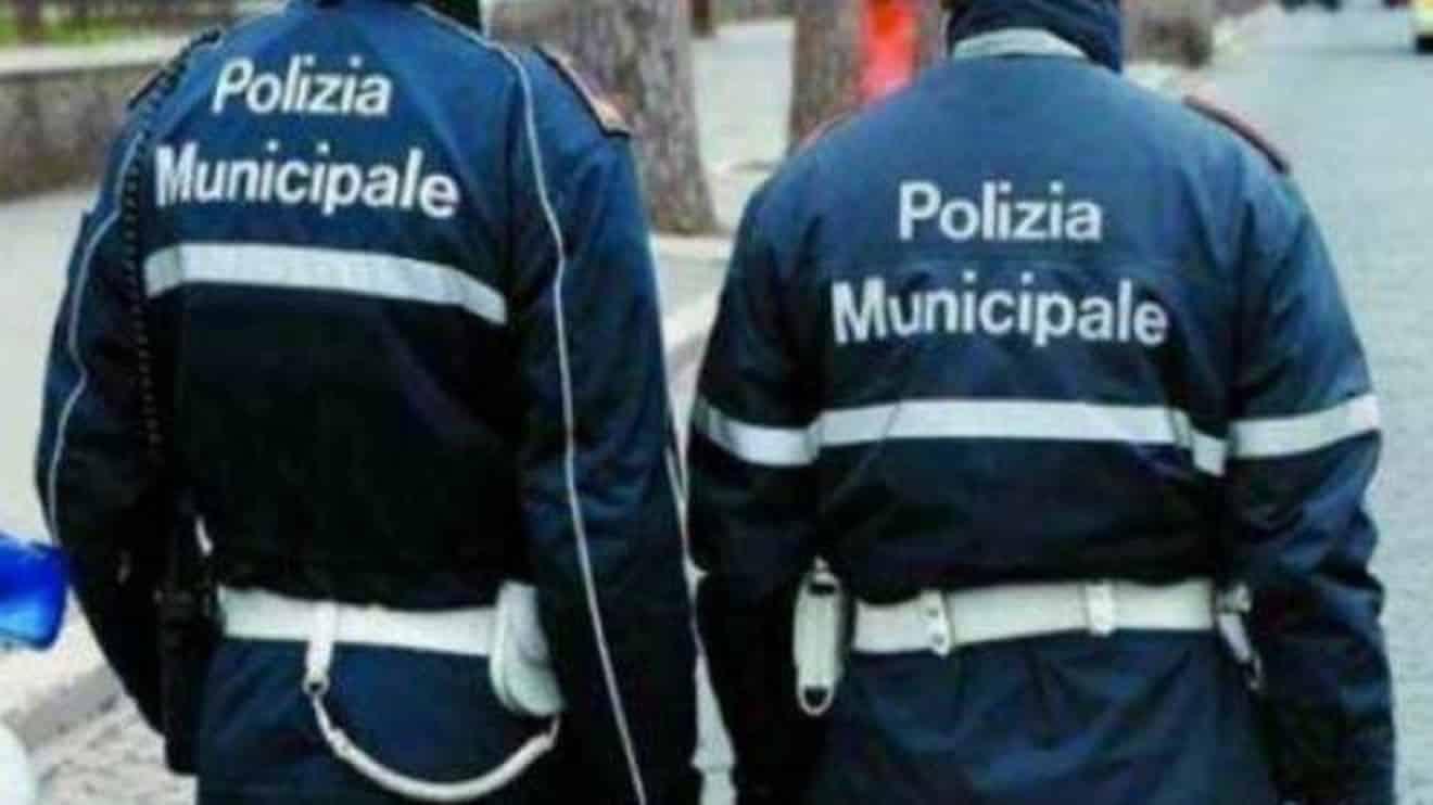 Covid, a Torriglia il comune manda i vigili a casa di chi non si vaccina