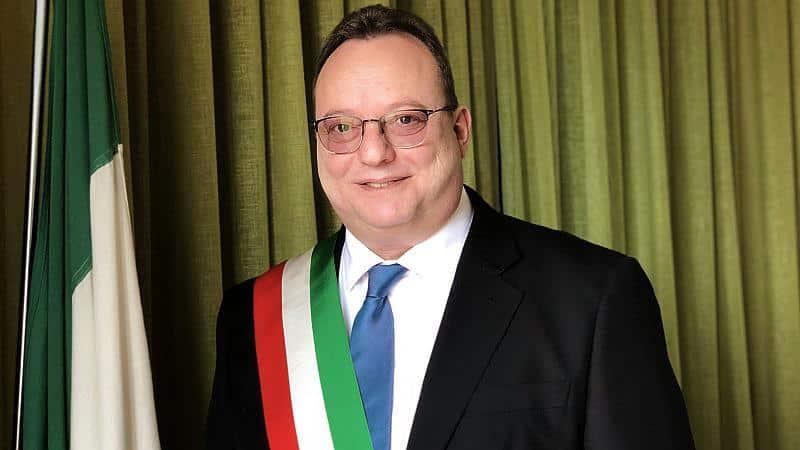 Livorno, tangenti per finanziare campagna elettorale: arrestato sindaco Pd a San Vincenzo