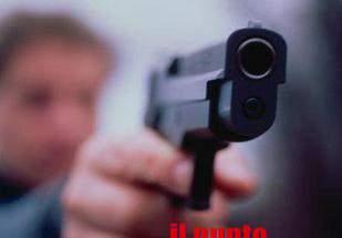 Litiga con automobilista e lo minaccia con una pistola, denunciato