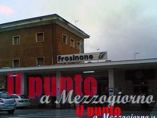 Furto in stazione a Frosinone, la polizia sorprende il ladro
