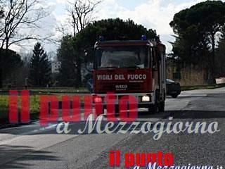 Incidente stradale a Latina, moglie e marito in auto contro un albero: muore la donna