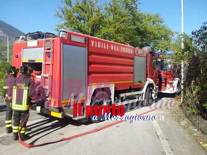 Incendio campo di fieno a Vallemaio, raccolto distrutto