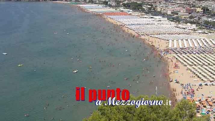 Gaeta, corruzione e abuso d'ufficio per concessioni edilizie irregolari sulla spiaggia di Serapo: 11 indagati