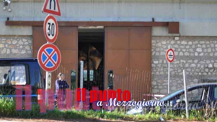 Bagno cabina telefonica in carcere a Cassino, sequestrato telefono