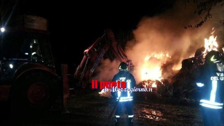 Fabbrica di lampadari distrutta da incendio, allarme amianto ad Ariccia