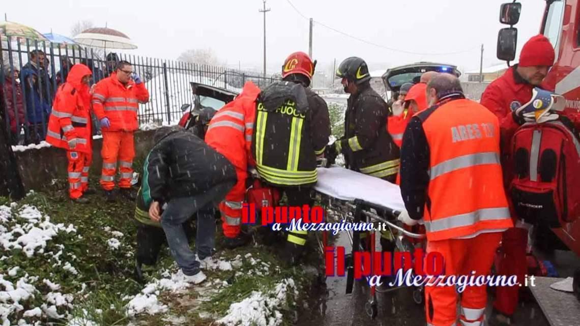 Tradito dalla neve finisce in un fosso, 22enne ferito a Cassino – IL VIDEO