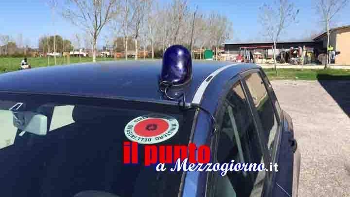 Ruba il telefonino ad un compagno di scuola a Cassino e si scaglia contro gli agenti di polizia