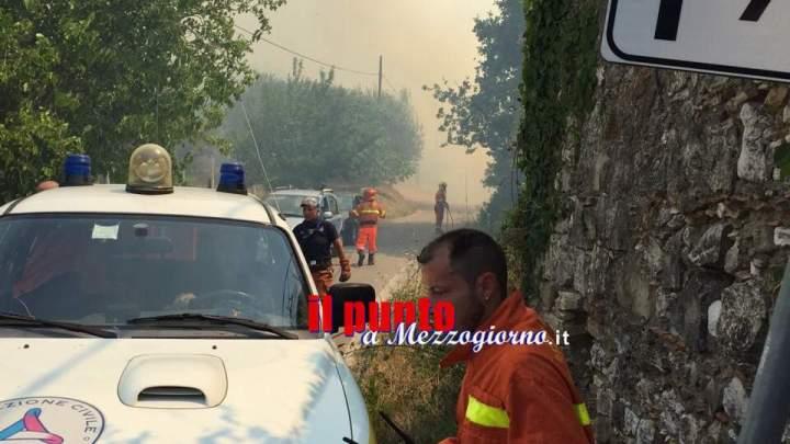 Roghi nel Cassinate, abitazioni minacciate dalle fiamme ad Ausonia