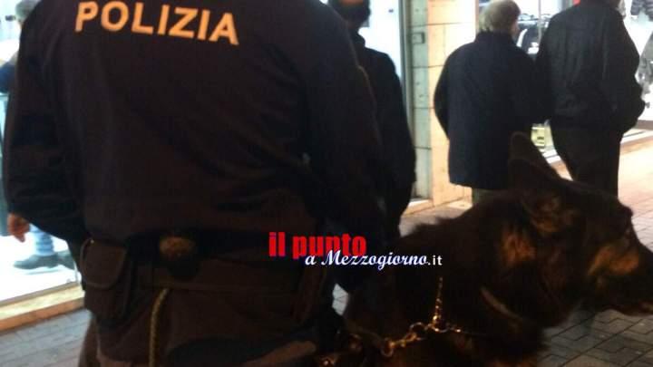"""Perquisizioni e sequestro di stupefacenti della polizia nella """"via dello spaccio"""" del Capoluogo"""