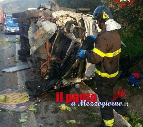 Incidente stradale a Formia, auto contro camion della frutta. Due feriti
