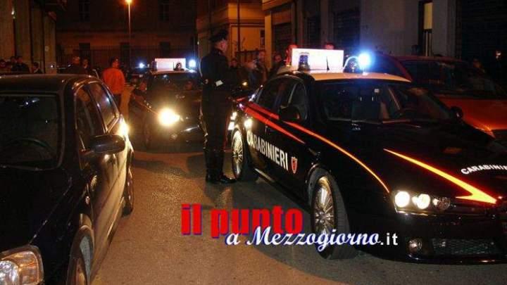 Non si fermano all'Alt dei carabinieri, fuggono, inseguiti dai miltari, finiscono in manette