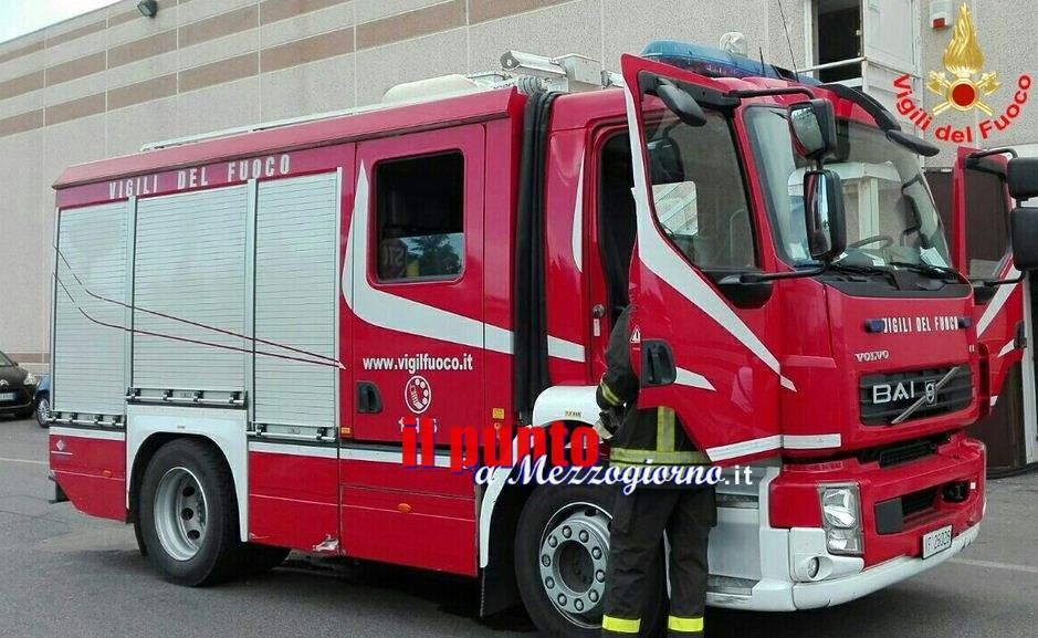 Incendio sterpaglie avvolge rimorchio di camion a Frosinone