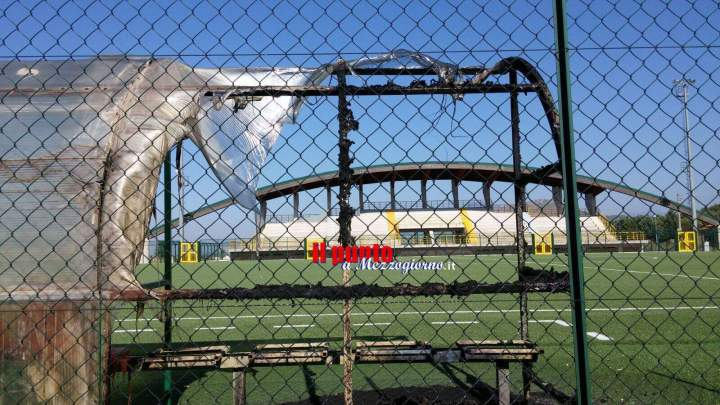 San Pietro Infine, incendiata una panchina e un pezzo di prato del campo sportivo