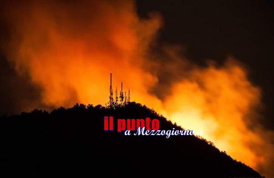 Fuoco in prima e seconda serata, incendio danneggia ripetitori ad Alatri. Black out televisivo