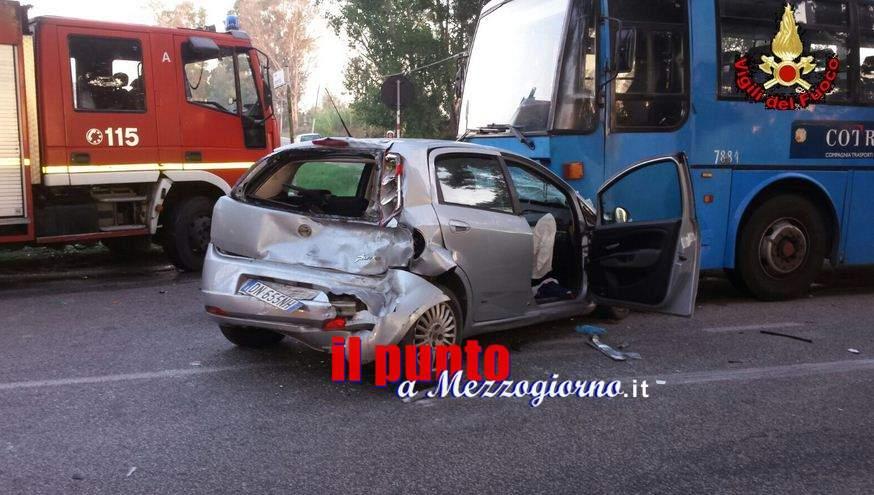 Incidente stradale tra auto, pullman del Cotral e camion. Donna ferita