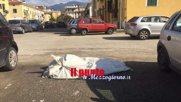 Cassino- Sacco dal contenuto sconosciuto ancora abbandonato in via Ariosto