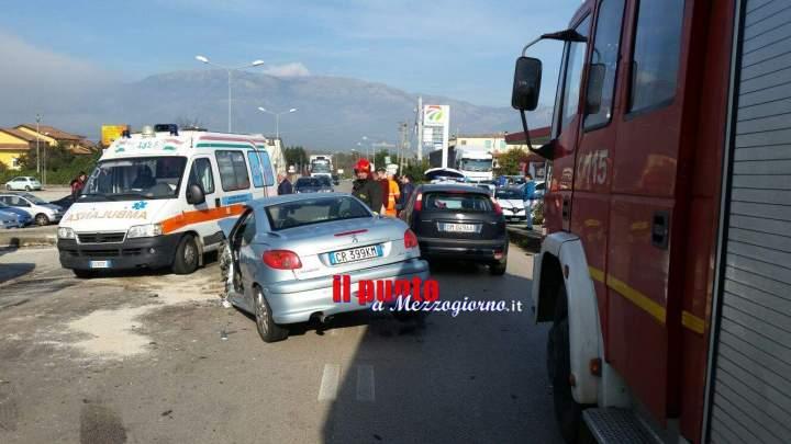 Incidente stradale tra 4 auto a San Vittore del Lazio, due feriti in codice rosso