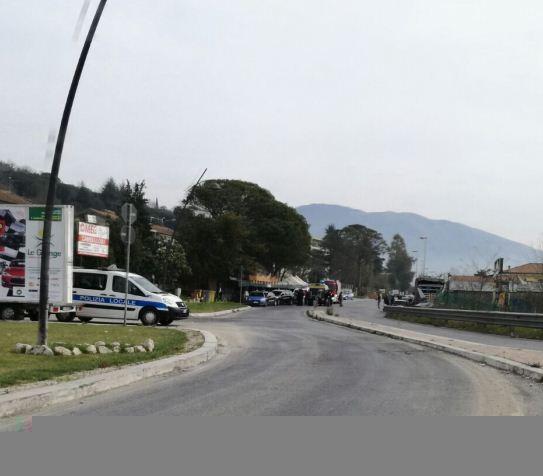 Sequestro delle baracche della frutta a Cassino, uomo minaccia di darsi fuoco