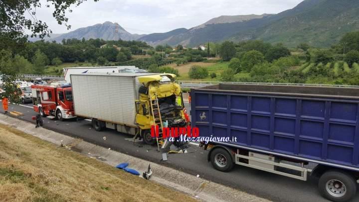 Terribile incidente in A1, due camion coinvolti. Un ferito grave