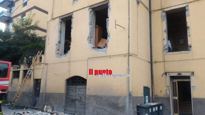 Esplode palazzina davanti la stazione di Velletri, tre feriti. Uno è grave