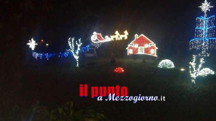 Natale in casa Comarco, l'incanto della festa più attesa dell'anno, fra luci e addobbi suggestivi