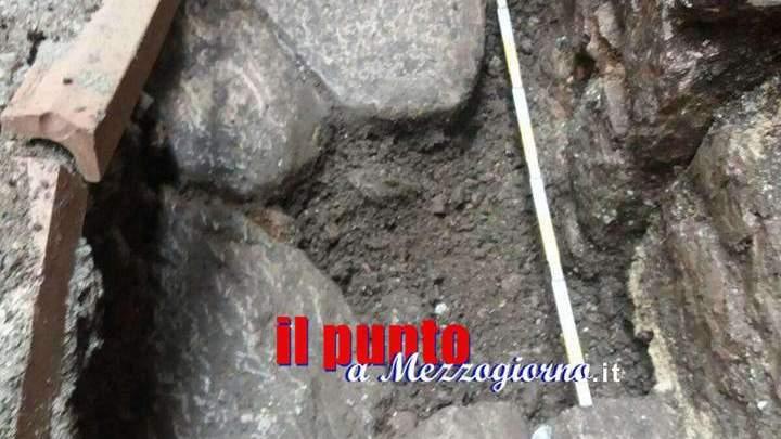 Basolato romano affiora in un cantiere in centro ad Alatri