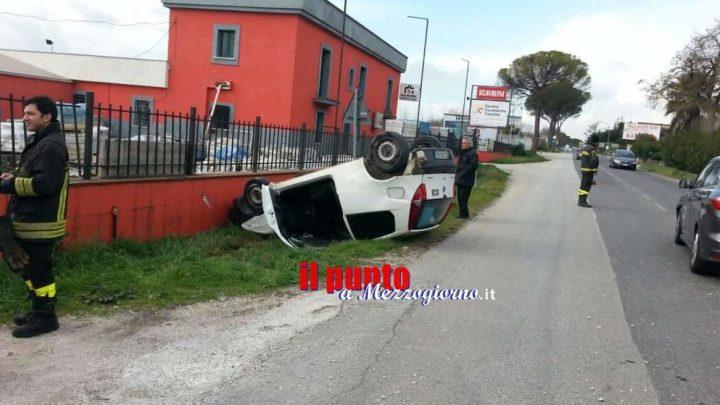 Incidente stradale a Cassino, auto ribaltata sulla Casilina: conducente miracolato