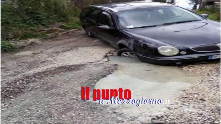 Cervaro: una perdita d'acqua, segnalata ad Acea da mesi, crea danni, disagi e pericolo ai residenti