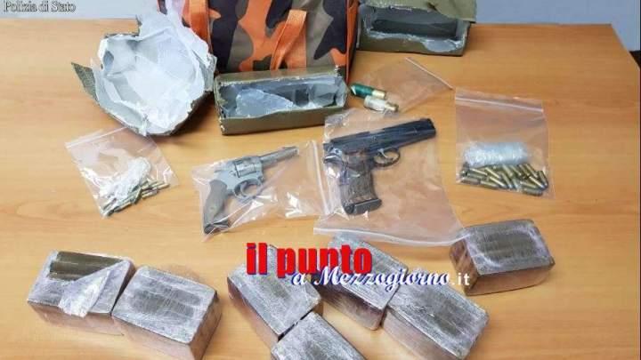 Scoperto magazzino della droga e armi, 3,5 kg di hashish e due pistole rinvenute in un frigorifero