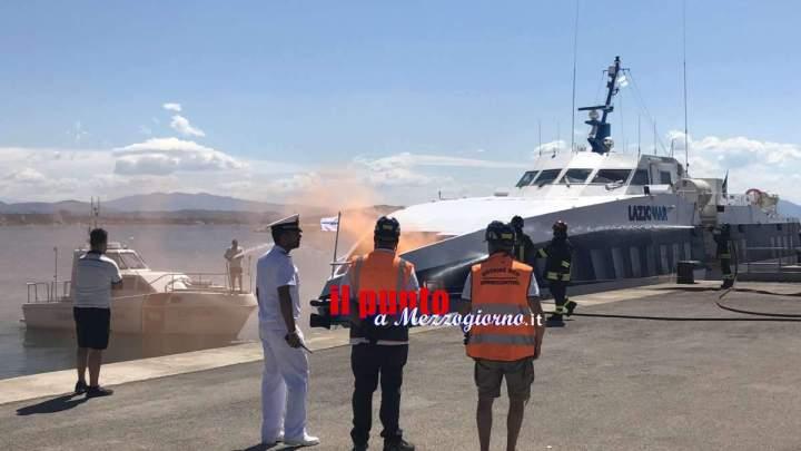 Esercitazione antincendio della Guardia Costiera nel porto di Formia