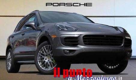"""Denuncia un sequestro di persona per nascondere """"impicci"""" su una Porsche, finisce denunciato insieme a due complici"""