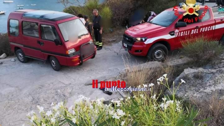 In bilico sul precipizio, gruppo di turisti salvato a Ponza