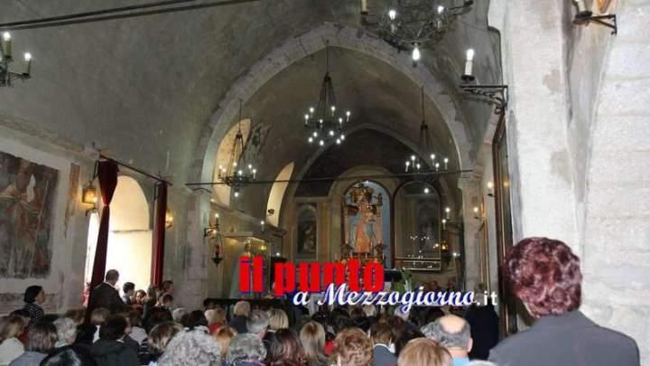 Sagne e fagioli, con salsicce e zampone per chiudere la festa della madonna del Rosario a Vico nel Lazio