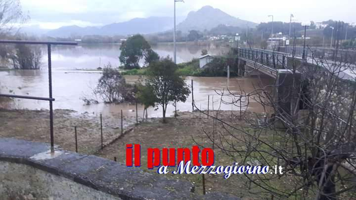 Maltempo, la pioggia torrenziale ha ingrossato il Gari: campagne allagate a Sant'Angelo