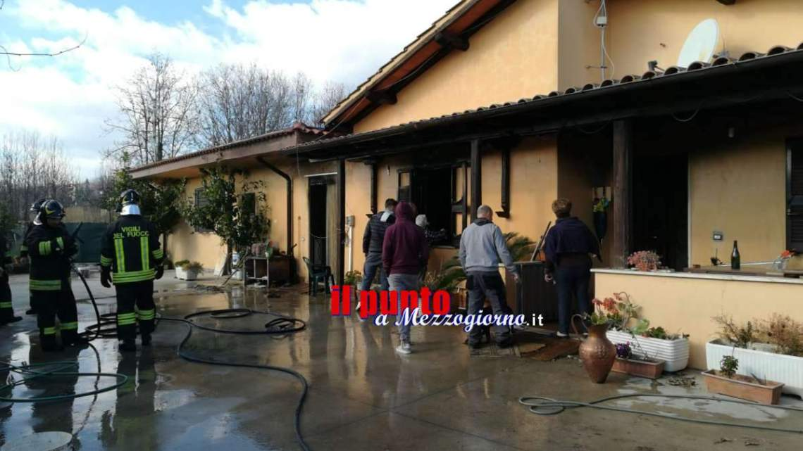 Appartamento in fiamme a Lariano, anziana vede il fumo e scappa