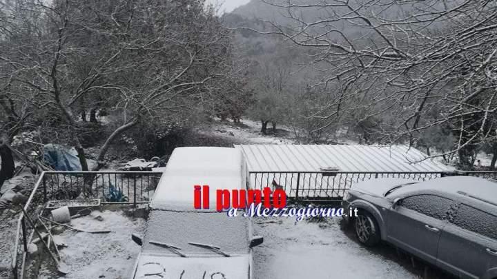 Grande freddo, la neve imbianca Montecassino e i rilievi montuosi