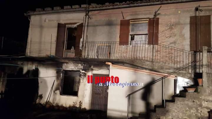 Incendio abitazione ad Alatri, dalla canna fumaria le fiamme si propagano a tutto l'appartamento