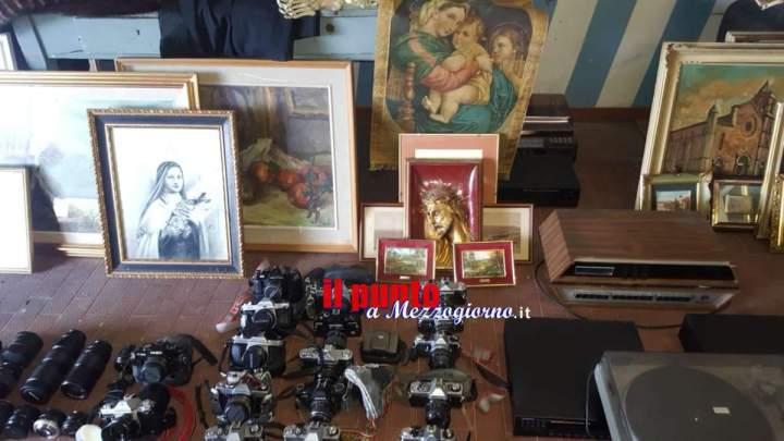Trovato un altro covo del presunto ricettatore di Veroli: dipinti e macchine fotografiche