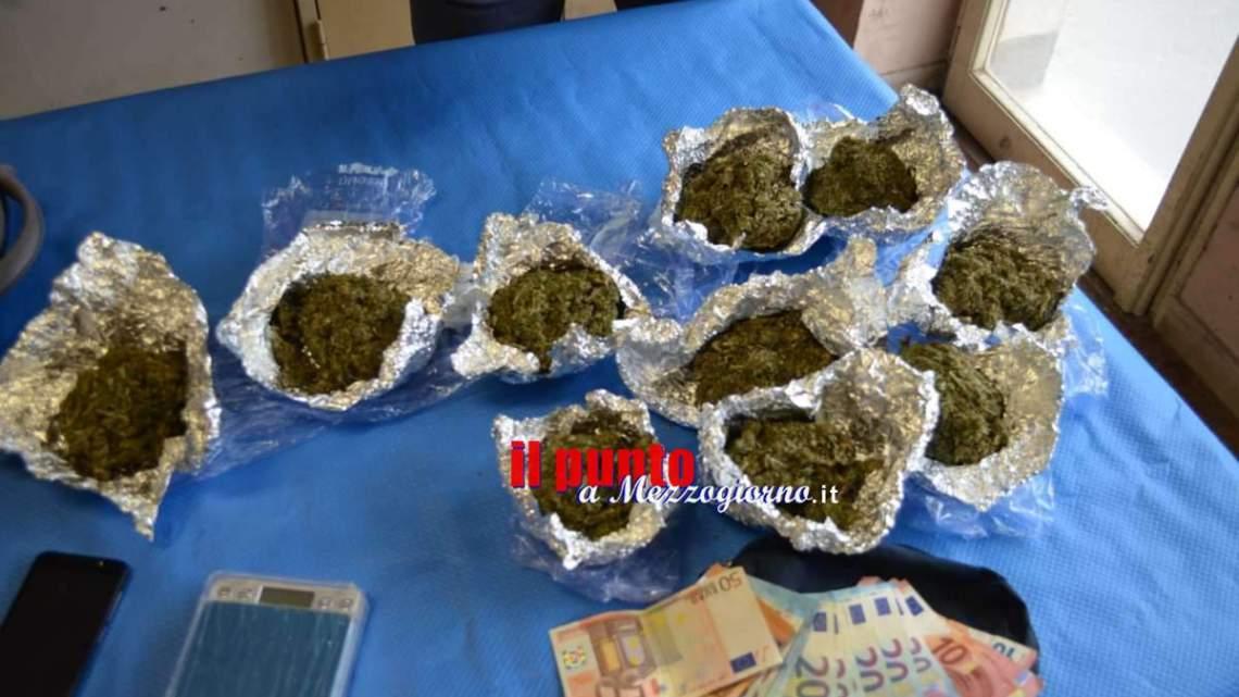 Velletri, nascondeva oltre mezzo chilo di marijuana sotto al divano: arrestato 24enne