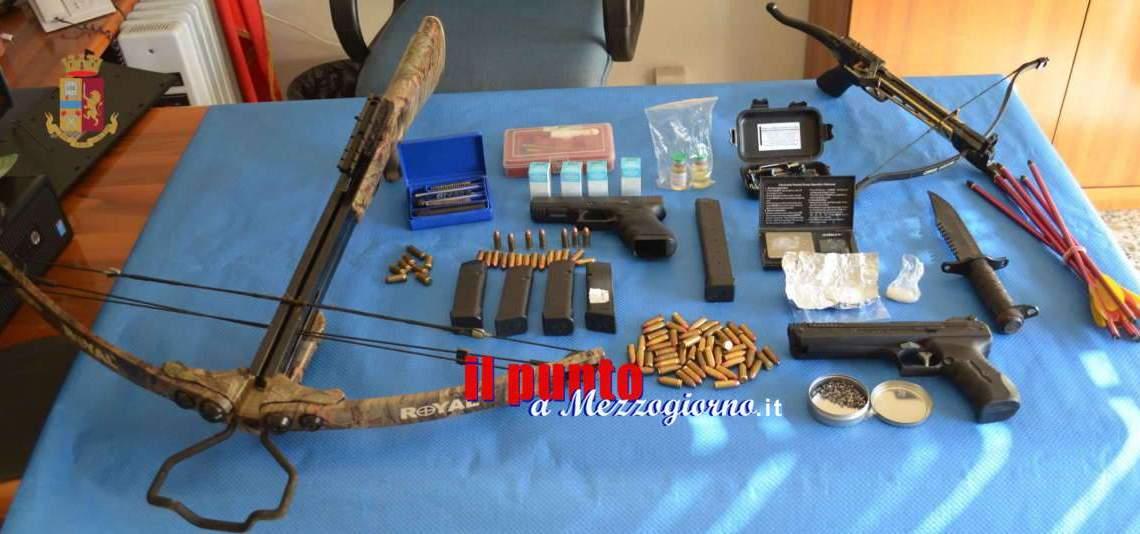 Minaccia di morte la ex, 43enne arrestato per possesso illegale di pistole e balestre