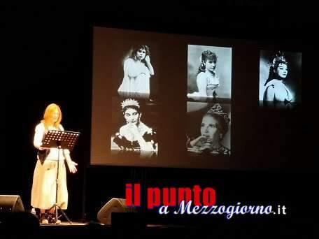 ArtCity 2019, Marina Massironi, con ironia e visione femminile de l'Otello, incanta il pubblico all'Anfiteatro